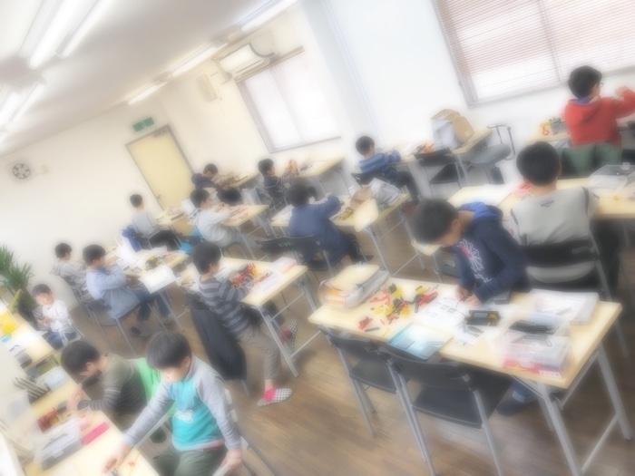 今日はロボット教室が定員オーバー…の授業風景